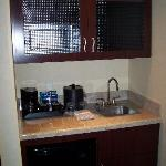 Kitchenette Area (Micro in the upper cabinet)
