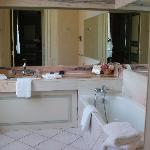 Bathroom - no shower but thick towels