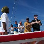 Housting the sail of Lombada
