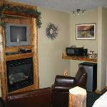 Fireplace, TV, Chairs, Kitchenette
