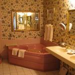 Jacuzzi in Garden View Luxury Room