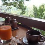 Breakfast at Kudus restaurant (Petit déjeuner au restaurant Kudus)