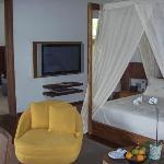 Bedroom in private villa (Chambre dans villa privée)