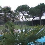 Blick auf die Terme und die grosszügig angelegte parkähnliche Gartenanlage
