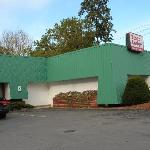Exterior of the Econo Lodge