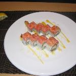 volcano roll.:deep fried shrimp inside spicy tuna and fishi roe onthe out side