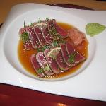 seared tuna with pepper,cliced with lemon vinigar