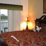 2 Bedrooms w/ Screened-in Balcony