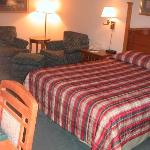 Rocky Gap Lodge: My room, with seating area