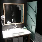 Hotel Jazz, Room 717, Bathroom