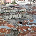 Arrow points to Hotel Lisboa Tejo. Square is Praca da Figueira. Lg bldg at top is Rossio...