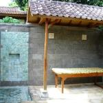 Outdoor bathroom in bigger villa