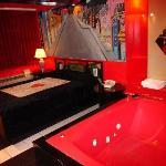 Photo de Rainbow Motel / Pink Palace