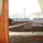 Vista del Lago Argentino desde una ventana de la habitación principal de la hosteria