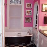 bathroom in Annie's Place