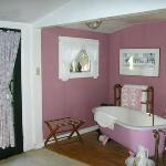 Country Cottage Room bath
