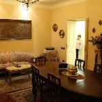 Breakfast room/lounge (2)