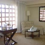 corner room has big sitting area