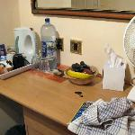 The cofee facilities, water and fresh fruit