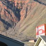 Red Mountain Inn Sign