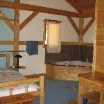 Honeymoon Chalet - Bed and Jacuzzi Tub