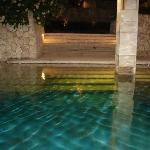 piscina hotel de noche