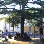 Auf der Piazza vor der Villa Sangiovese