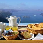 Petit-déjeuner au balcon