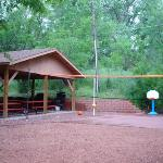 grill/picnic area and basketball goal behind our room