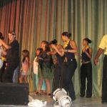 bailando con los animadores, en el teatro  - cstchileno