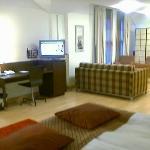 Huuuuge corner room