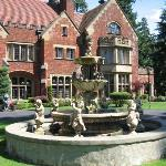 Foto de Thornewood Castle Inn and Gardens