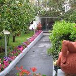Gardens and entrance walk Hotel 'A Paziella