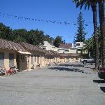 Colonial Inn exterior 2