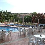 terrasse et piscine de l'hotel