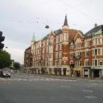 View of the Avenue Hotel from across the road