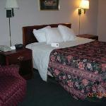 Comfort Suites King's Island: King Sized Bed