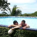 allein am Pool