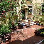 Un patio fleuri pendant le concour 1ere semaine de Mai. Olé !
