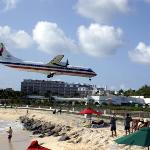 Plane landing Sunset Beach Bar, Maho Beach
