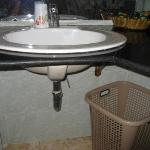 sink and laundry basket service