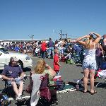 The line in the parking lot waiting to get in... Seekonk Speedway Labor Day 2007