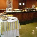 Breakfast buffet (1 table of 4!!)