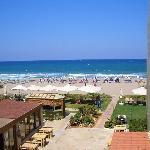 Blick vom Balkon auf den wunderschönen Strand