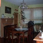 Breakfast room (dining room)