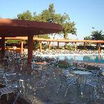 voici le bar de la piscine principale