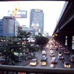 photo prise depuis la passerelle au-dessus de l'autoroute