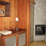 Entry/fireplace/minibar