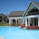 piscine (ils nettoyaient la terrasse à ce moment la!!)