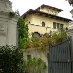 Main gates (and next door villa on right)